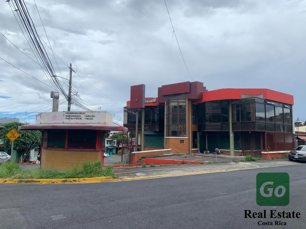 Centro Comercial completo, Moravia, San José